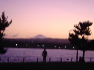 夕映え空に浮かぶ富士山